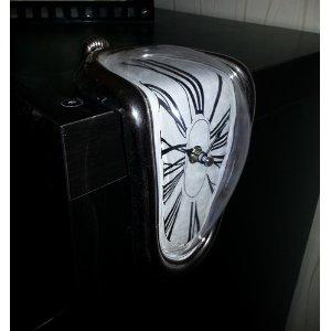 51kkgxew2bsl. aa300  St. Leonhard Regal Uhr mit kunstvollem Surrealismus Design für 11,85€