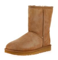 Bild zu UGG Boots Classic Short chestnut für 109,59€ (Vergleich: 134,39€)