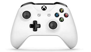 Bild zu Xbox One S Wireless Controller (Weiß) + Gears of War 4 (Xbox One/PC Code) für 42,54€ (VG: 49,48€)
