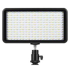 Bild zu Andoer Beleuchtung für Spiegelreflexkameras (3200K – 6000K, dimmbar, 228 LEDs, für Canon/Nikon) für 17,49€