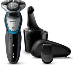 Bild zu Philips AquaTouch Elektrischer Nass- und Trockenrasierer S5400/26 Herrenrasierapparat für 62,99€ (VG: 129,14€)