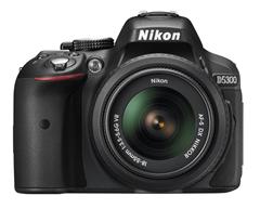 Bild zu NIKON D5300 Kit Spiegelreflexkamera, 24.2 Megapixel, HD, 18-55 mm Objektiv (AF-P, VR), WLAN für 399€ (mit Masterpass 384€) – VG: 481,98€