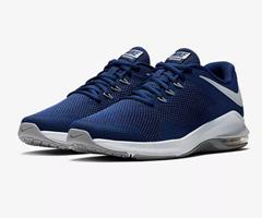 Bild zu Nike Air Max Alpha Trainer in Blue Force/Wolf Grey für 55,97€ (Vergleich: 97,86€)