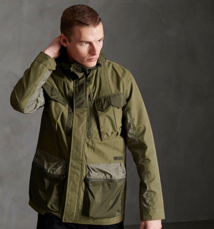 Bild zu Superdry Herren Dress Code Jacke Mit Taschen für 67,95€ (VG: 98,48€)