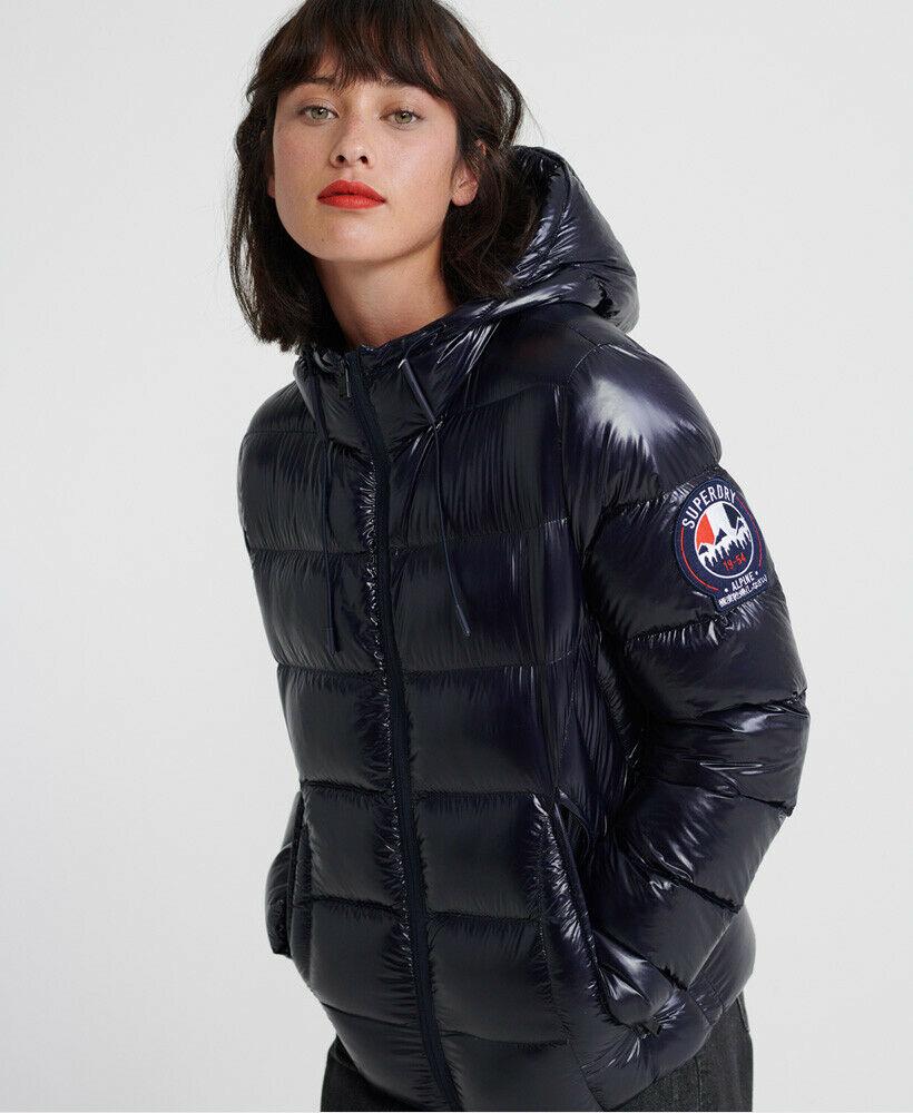 Bild zu Superdry Damen Daunenjacke für 60,76€ (Vergleich: 117,98€)