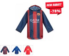 Bild zu SportSpar: Regenjacke Poncho für Kinder und Erwachsene (FC Barcelona, FC Chelsea, Manchester United)  für 7,28€ inkl. Versand (Vergleich: 14,99€)